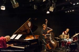 """fabrizio pieroni, stefano cesare, luigi latini, """"canzoni .... in forma"""" teatro keiros 4/10/2013"""