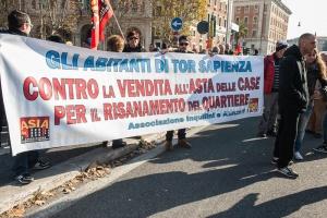 manifestazione inquilini e abitanti degli alloggi popolari 11/12/2014