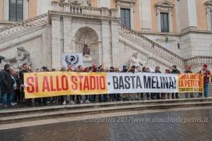 Tifosi della Roma manifestano in piazza del Campidoglio 24/2/2017
