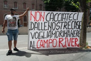 Roma: Nomadi di Campo River contro la chiusura del campo