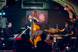"""lorenzo ditta, paolo grillo, davide pentassuglia """"hard chord trio"""" 28DiVino 5/4/2012"""