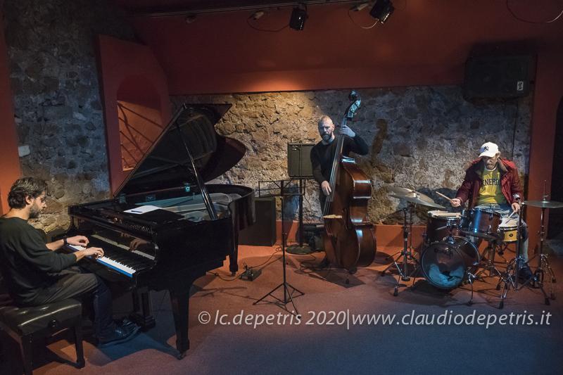 Marco Russo piano, Lorenzo Mancini contrabbasso, Luigi Latini batteria