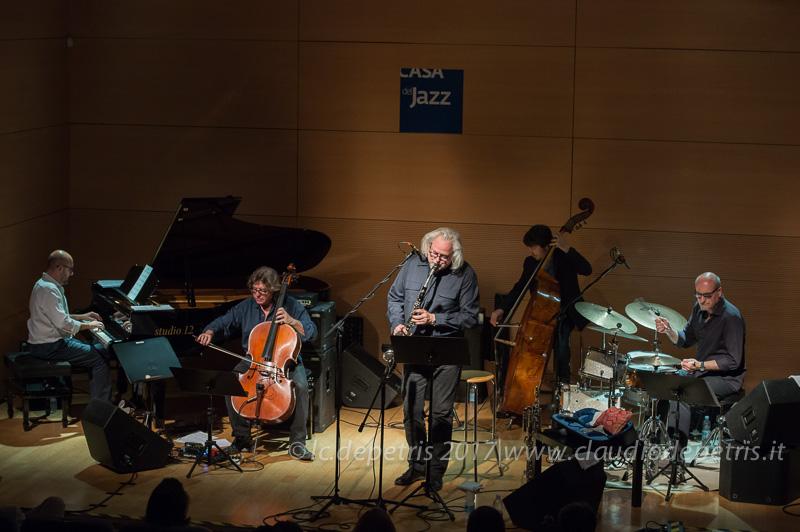 Antonio Figura al piano, Paolo Damiani alla viola, Massimiliano Rolff al contrabbasso Dave Schroeder ai fiati ed Ettore Fioravanti alla batteria
