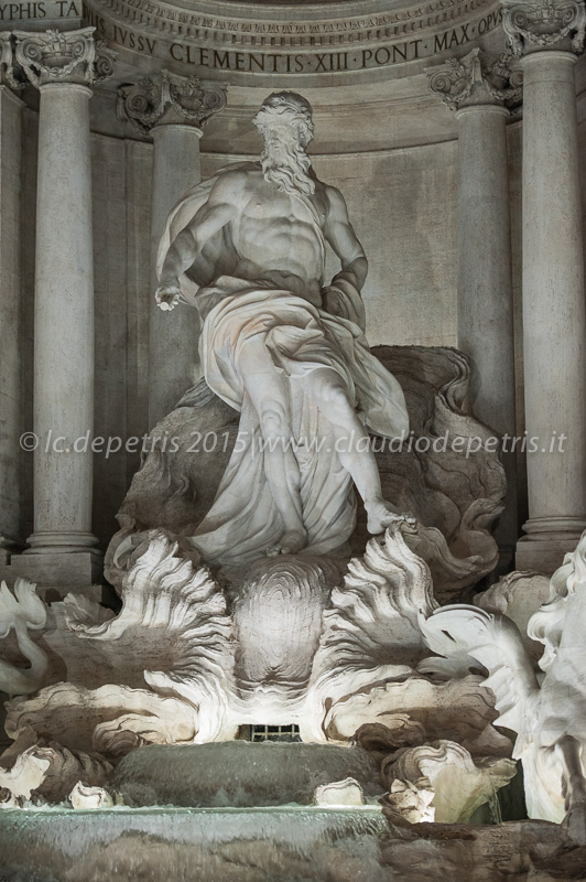 Fontana di Trevi in notturna dopo il restauro, 10/11/2105