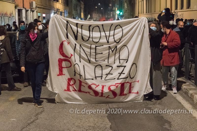Roma 25/11/2020 manifestazione contro lo sgombero dell'ex Cinema Palazzo
