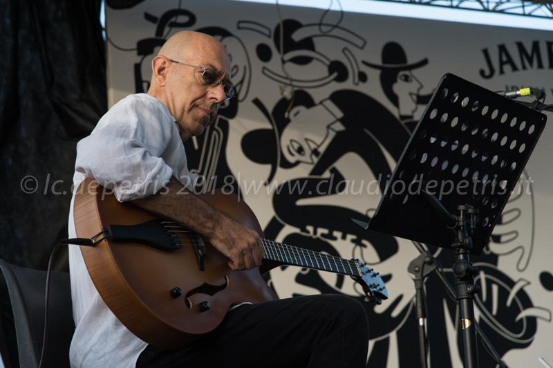Fabio Zeppetella  durante il check sound