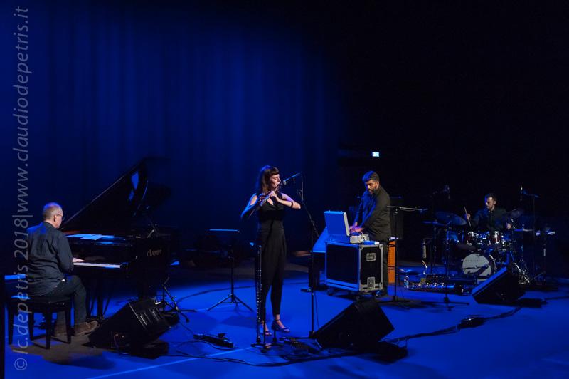 Gianni Lenoci al piano, Mariasole De Pascale al flauto, Francesco Massaro elettronica  e Michele Ciccimarra alla batteria