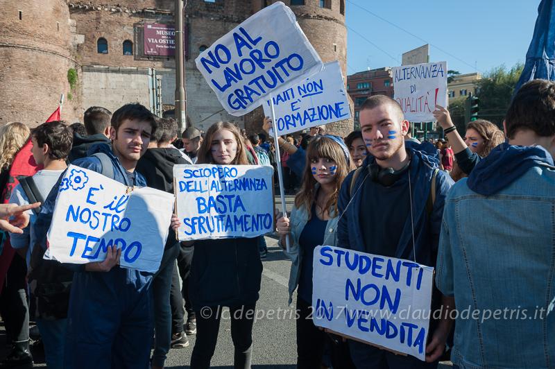 Roma, 13/10/2017 studenti  contro la riforma della scuola