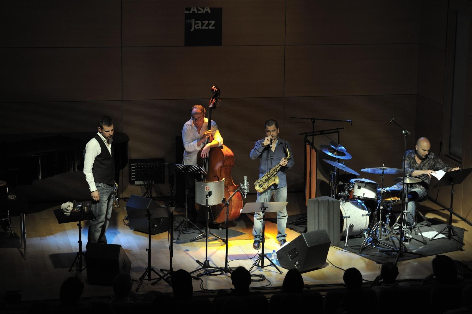 """rosario giuliani """"tributo ad ornette coleman"""" - casa del jazz 21/5/2011 - rosario giuliani alto sax, fabrizio bosso tromba, rosario bonaccorso contrabbasso, marcello di leonardo batteria."""