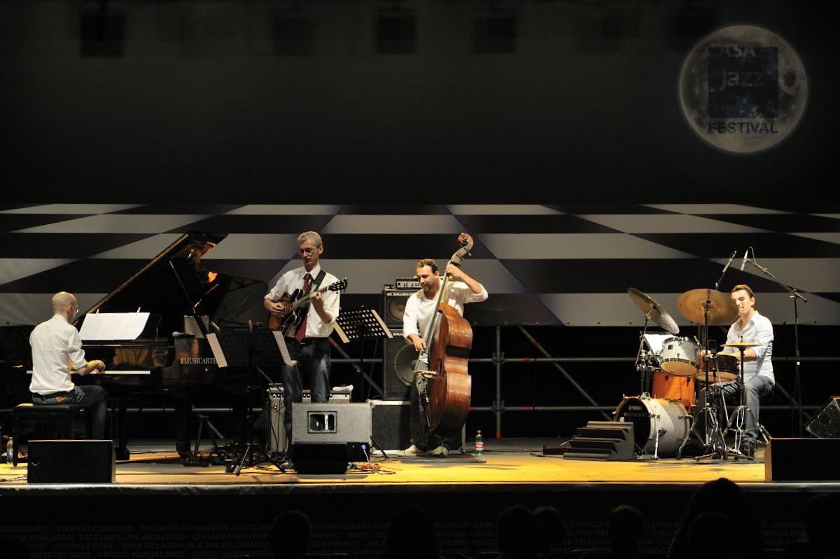 enrico bracco quartet, casa del jazz festival 6/7/2011 - enrico bracco quartet, casa del jazz festival, 6/7/2011 enrico braco chitarra, pietero lussu piano, stefano nunzi contrabbasso, andrea nunzi batteria