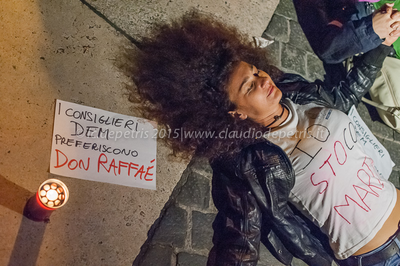 Flash mob di alcuni supporters di Marino in Piazza del Campidoglio, 30/10/2015