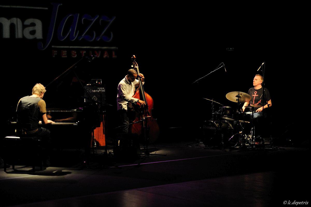 "tingval trio ""vagen"" auditorium parco della musica 29/11/2011 - martin tingval piano, omar rodriguez calvo contrabbasso, jurgen spiegel batteria"