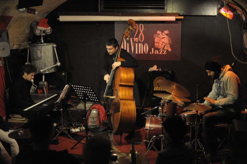 enrico zanisi-fabio d'isanto-francesco pierotti 28DiVino 12/1/2012 - enrico zanisi piano, fabio d'isanto batteria, francesco pierotti contrabbasso 28DiVino 12/1/2012