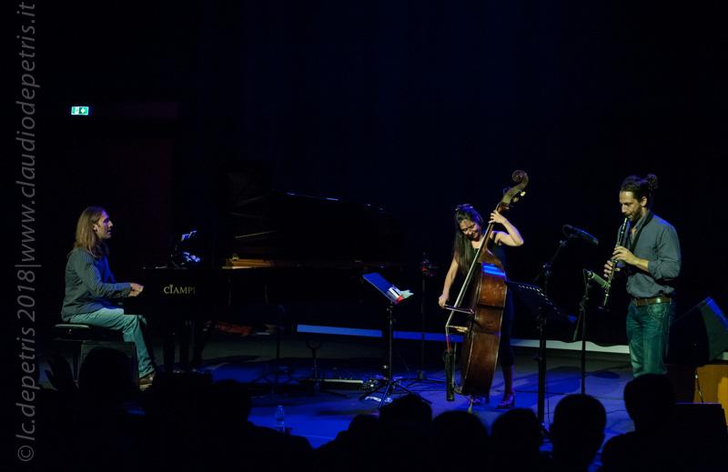 Simone Maggio al piano, Federica Michisanti al contrabbasso e Gianluca Vigliar al sax
